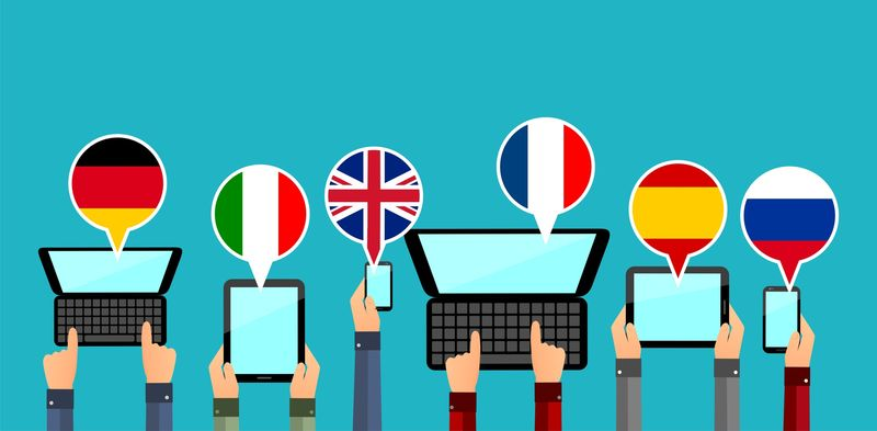 ordenadores y pantallas tactiles con varios idiomas